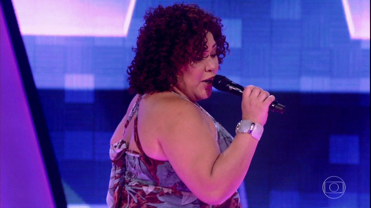 Cinthia Ribeiro canta