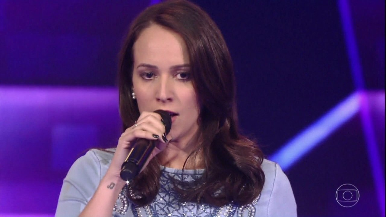 Carol Ferreira canta 'Adivinha O Quê', sucesso de Lulu Santos