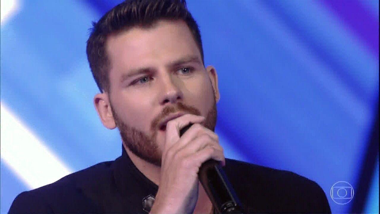 Gabriel Correa canta 'Chuva de Arroz', sucesso de Luan Santana