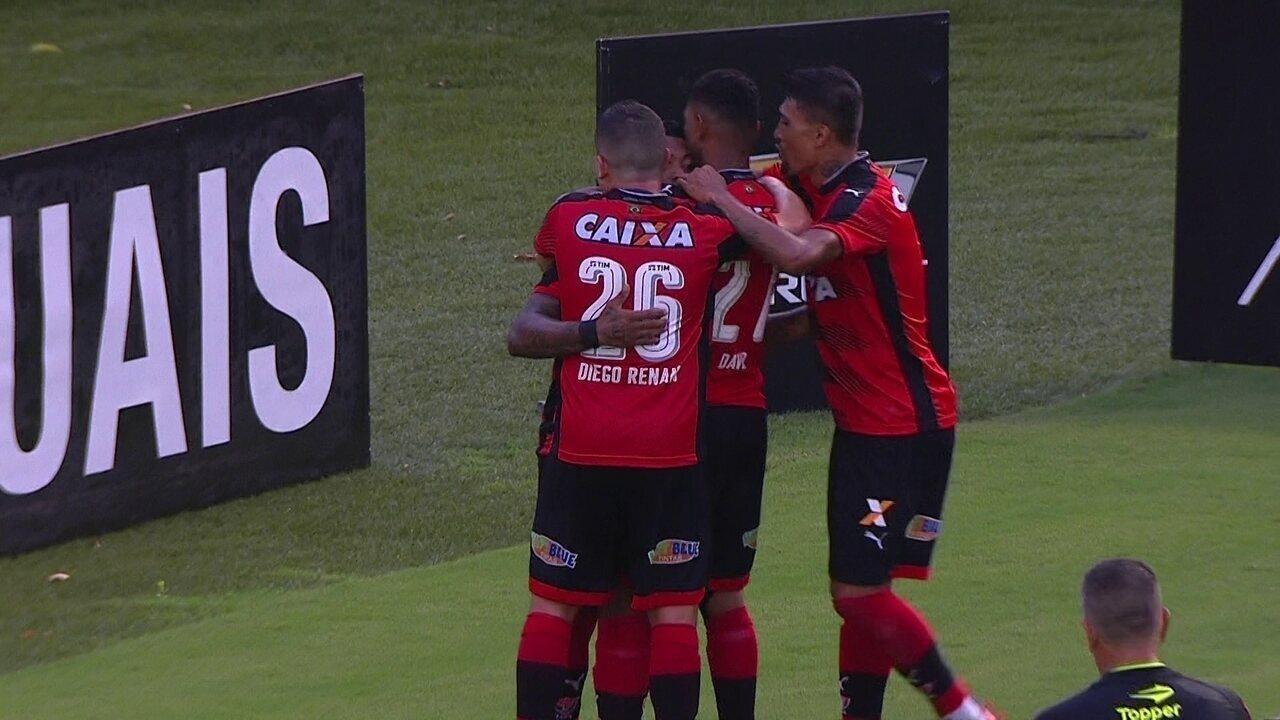 Os gols de Vitória 3 x 2 Atlético-PR pela 34ª rodada do Brasileirão
