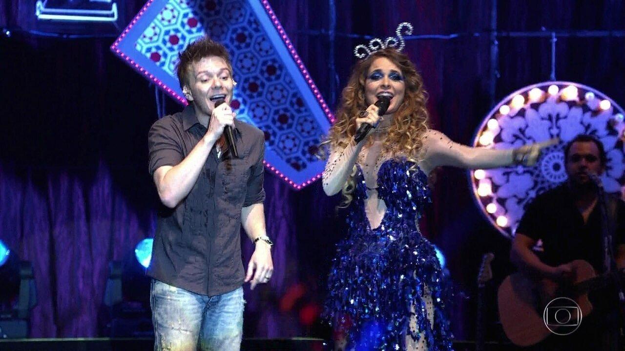 Chayene participa do show de Michel Teló