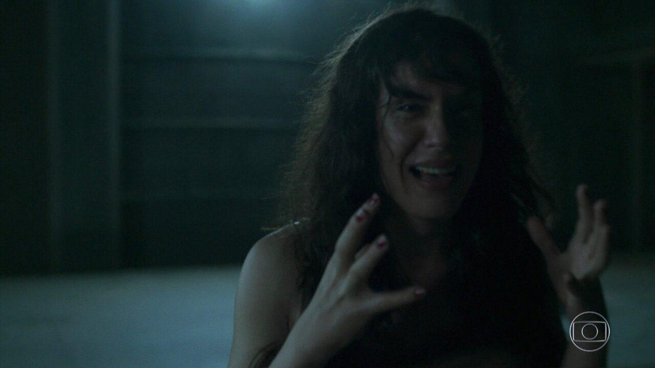 Luizão é atacado e Janette entra em pânico