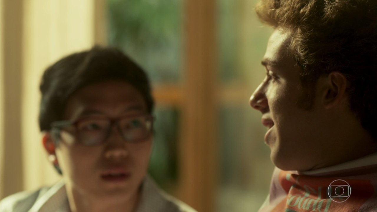 Peppino conta para Hideo que ele e Nanda se beijaram, e o japa quer saber se terá a mesma sorte com Flavinha
