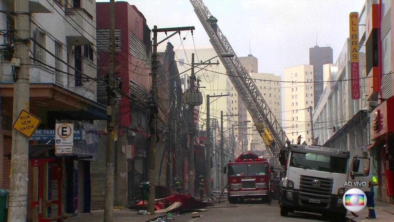 Incêndio em centro de compras causa interdição em várias ruas da região central de SP