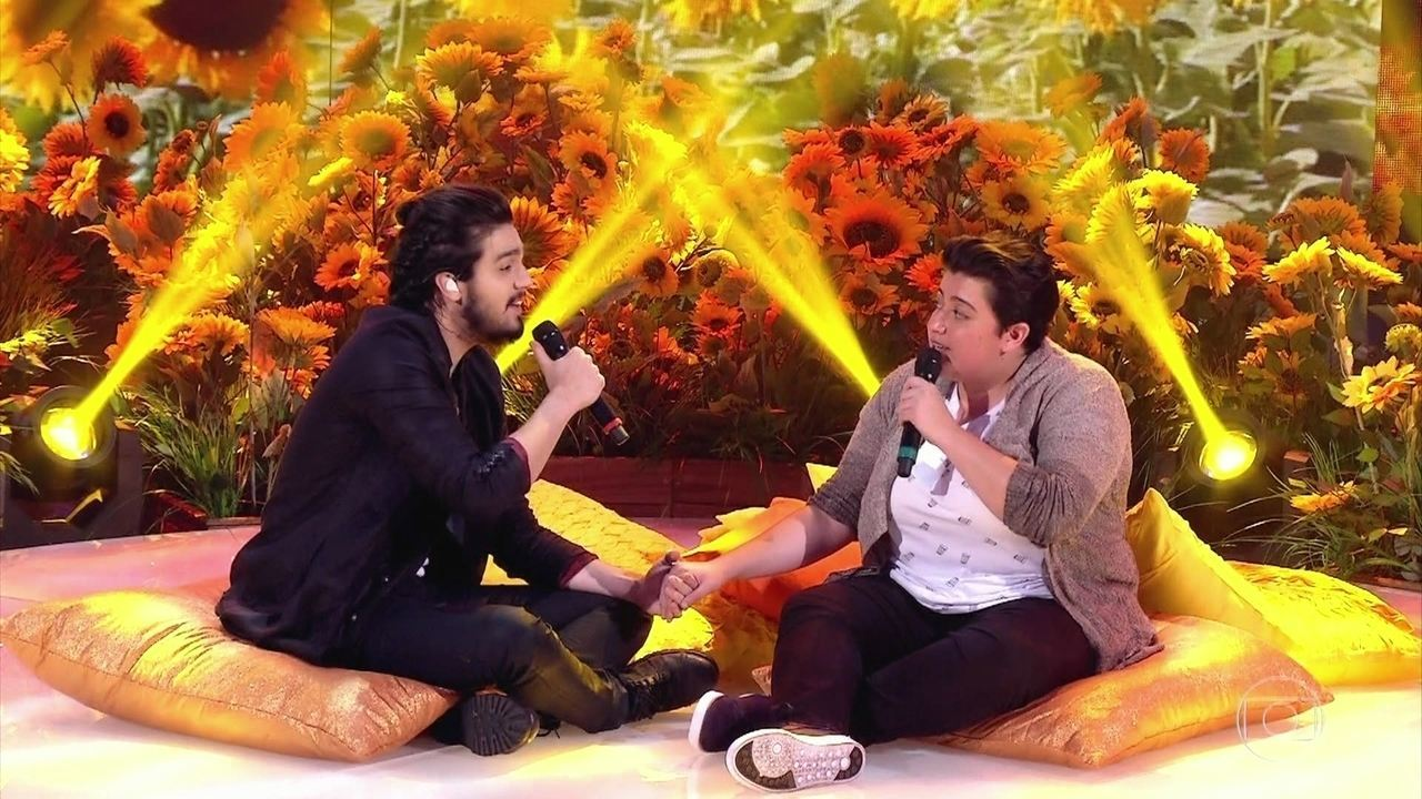 Luan Santana e Ana Vilela cantam 'Trem Bala' no palco do 'Caldeirão'