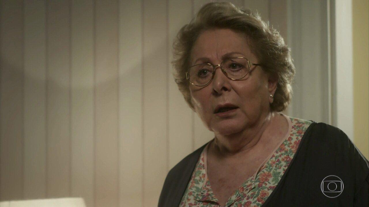 Geppina flagra Loretta no quarto de Vittorio
