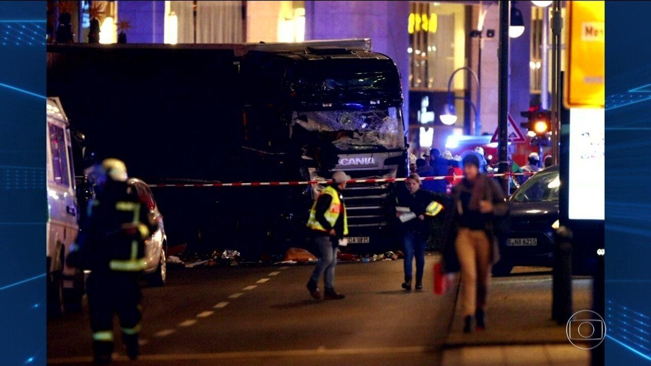 Caminhão invade mercado de Natal e mata 9 em Berlim