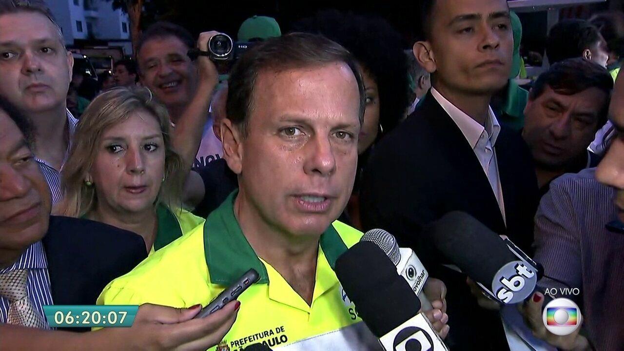 Prefeito João Doria participa de limpeza da Avenida Nove de Julho