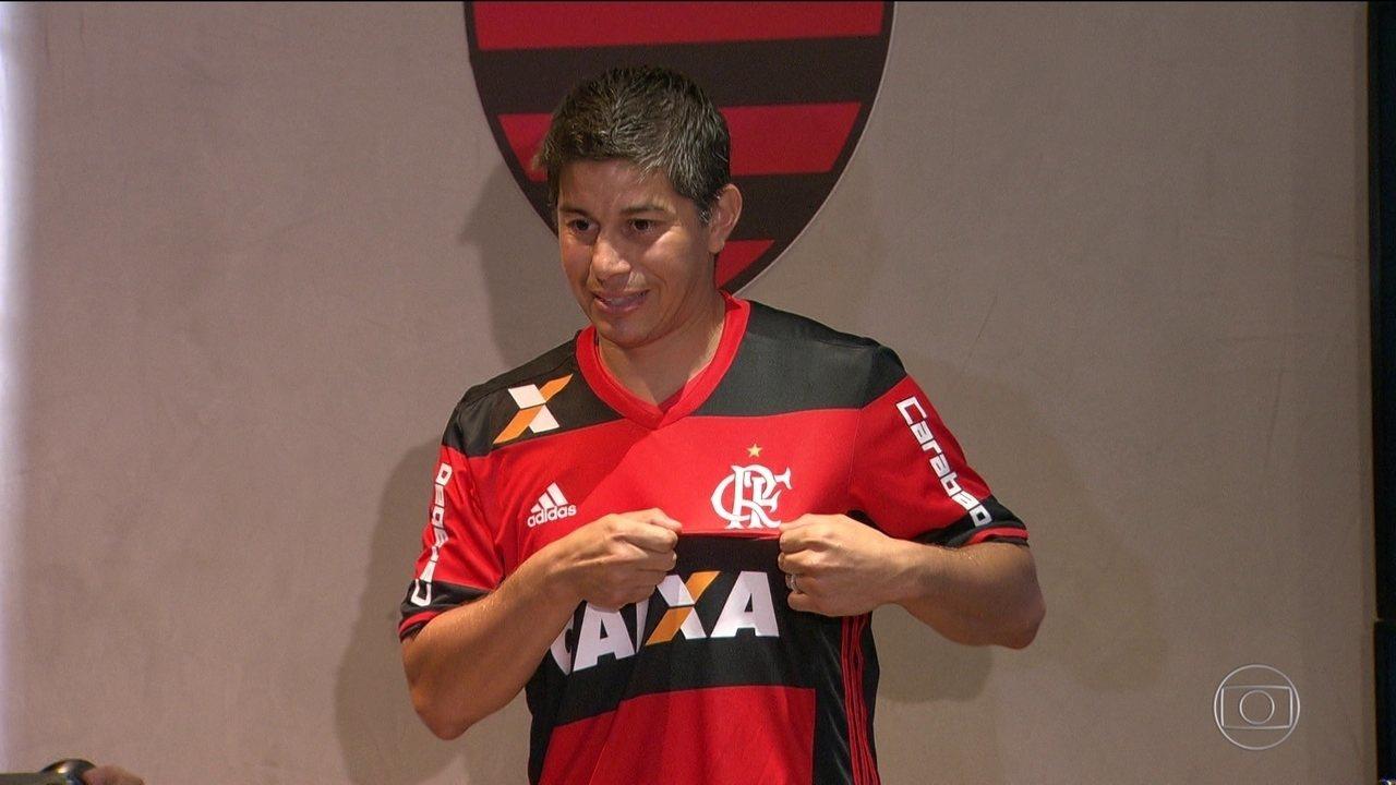 Conca é apresentado pelo Flamengo