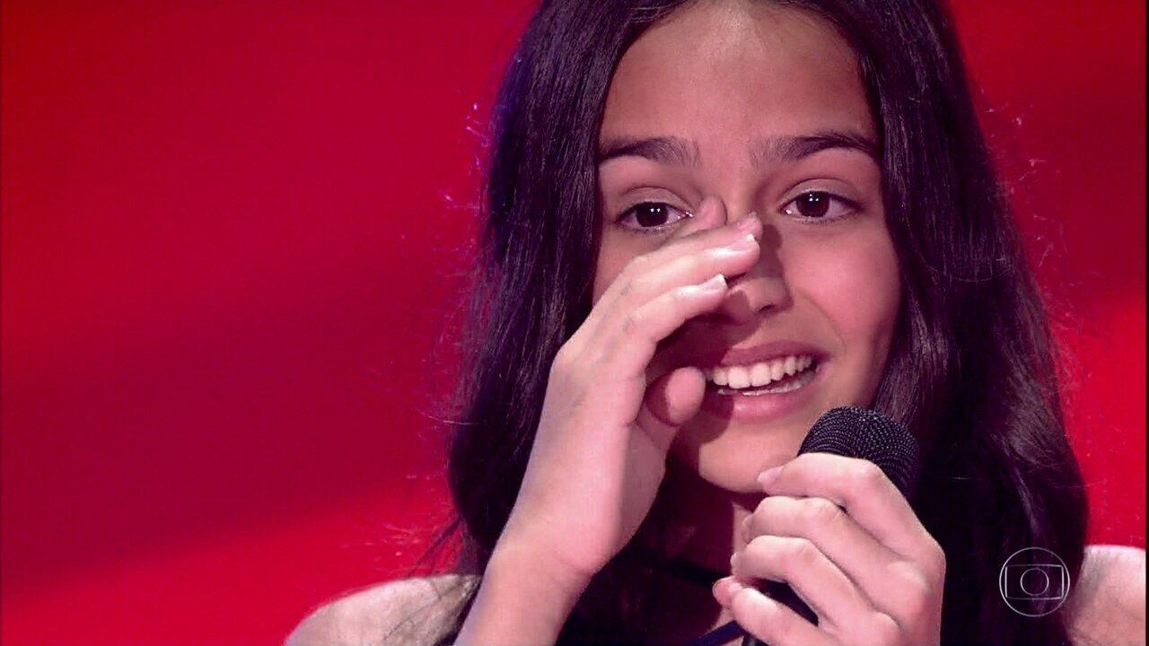 Júlia Paz canta 'Casinha Branca'