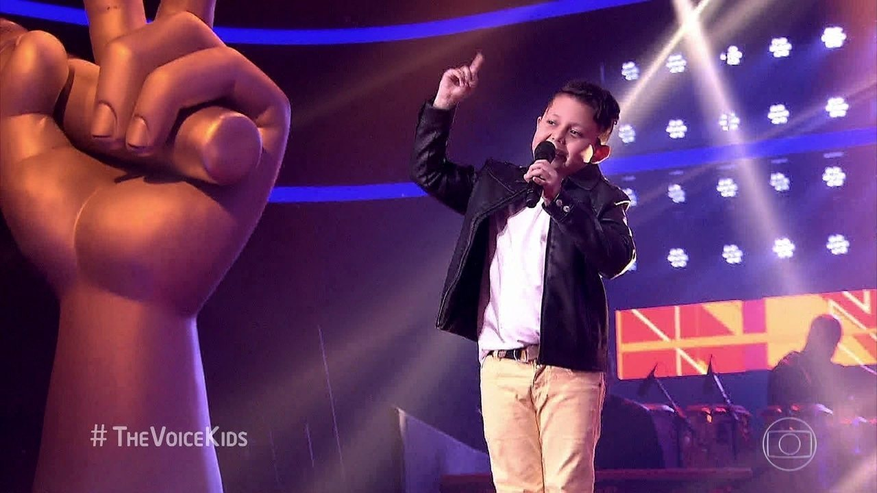 Lucas Hernandes canta 'Escândalo de amor'