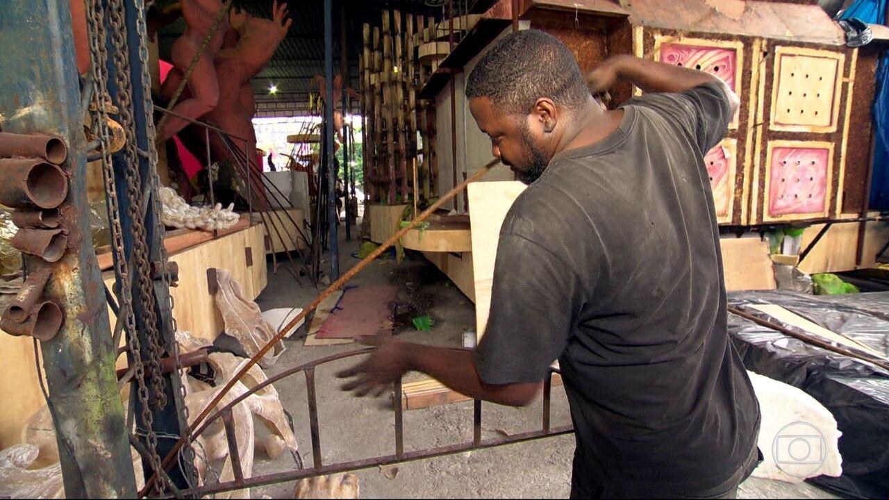 Inocentes de Belford Roxo reaproveita materiais para economizar no carnaval