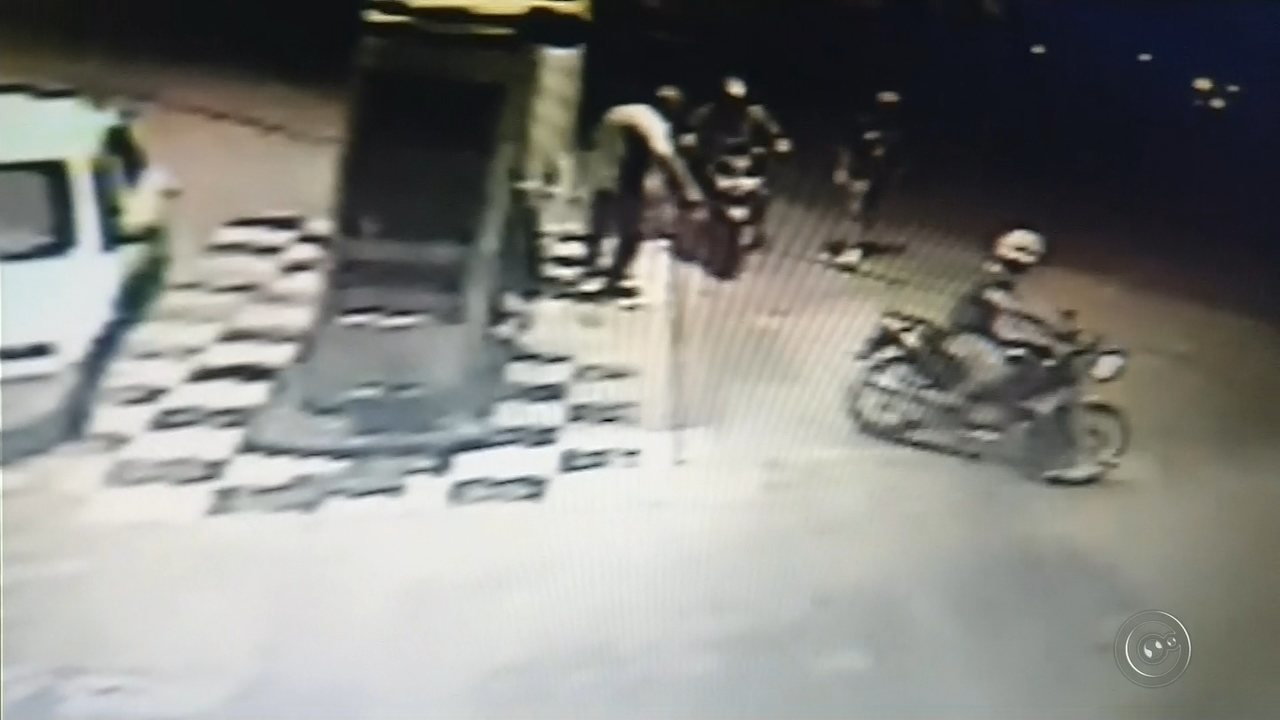 Câmera flagrou Vagner Carducci comprando gasolina que usou para queimar corpo da vítima