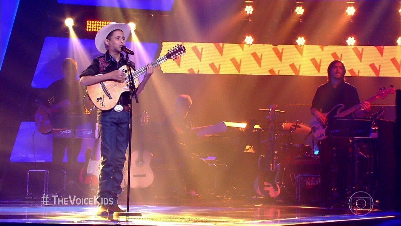 Lucas Viola canta 'O Campeão'