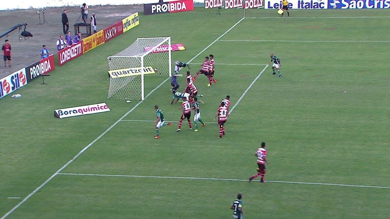 Gol do Palmeiras! Michel Bastos aproveita cruzamento e cabeceia aos 8' do 2º Tempo