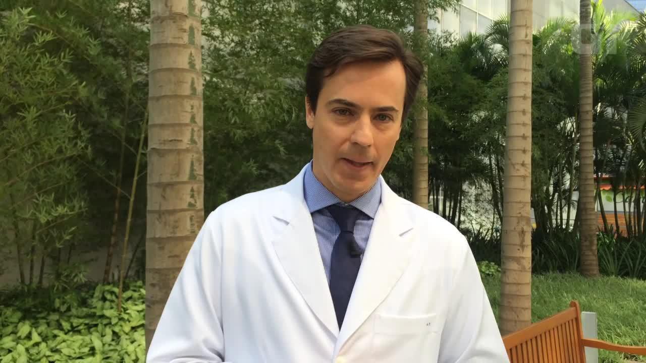Beijo no carnaval: dentista Gustavo Bastos alerta sobre riscos