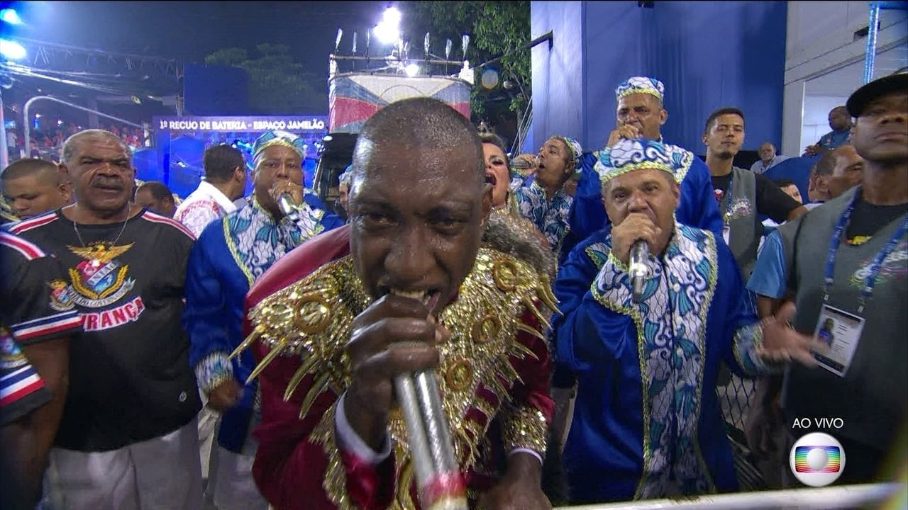 Ito Melodia puxa o samba da União da Ilha