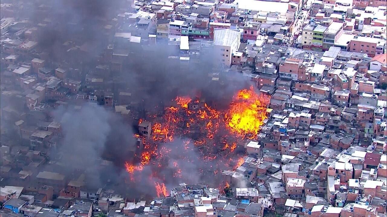 Incêndio atinge a favela de Paraisópolis, na Zona Sul de São Paulo
