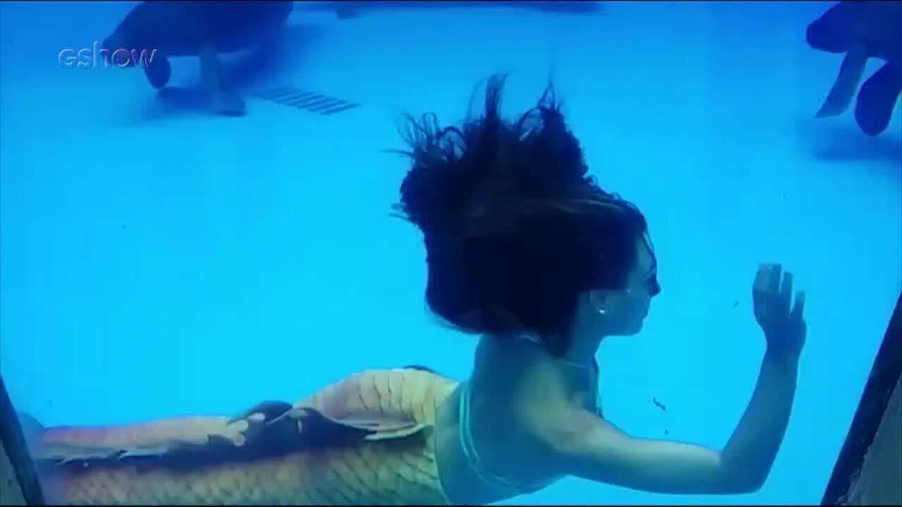 Isis Valverde nada com peixes-boi em aquário de Manaus