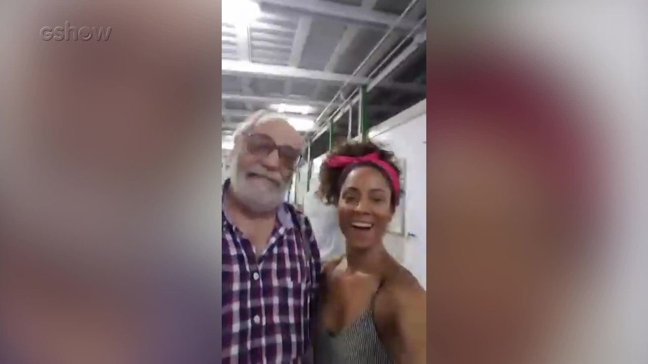 Cinara Leal comanda live nos bastidores de Sol Nascente