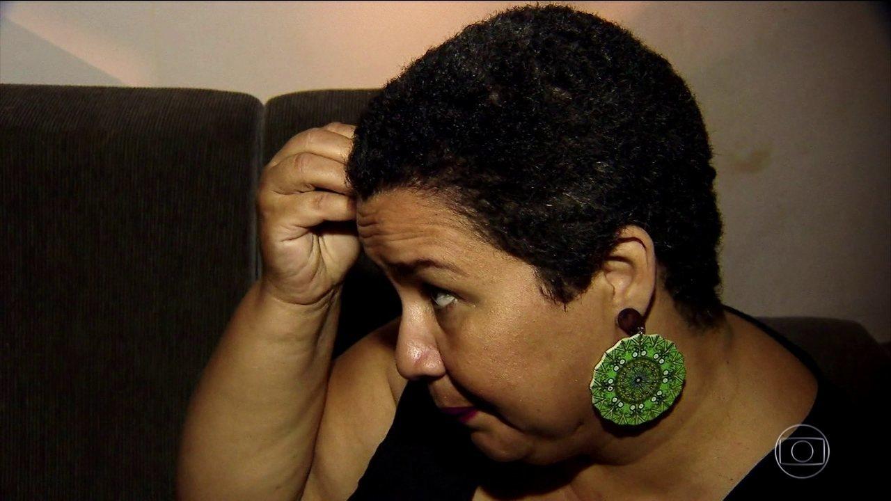 Kássia fez química sobre química e uma reação provocou queda severa de cabelos