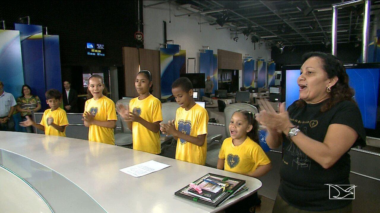 Crianças da LBV visitam TV Mirante e fazem homenagem pelos 30 anos