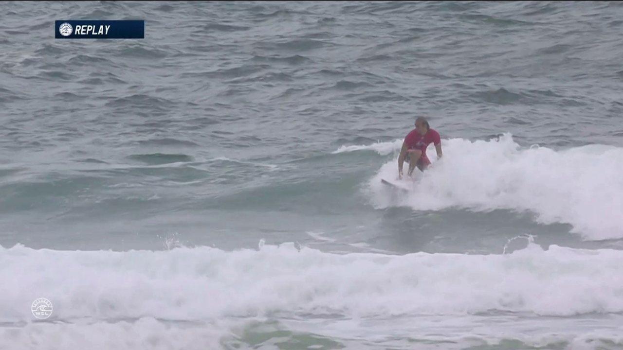 Owen Wright vence Gabriel Medina com manobras poderosas em Gold Coast