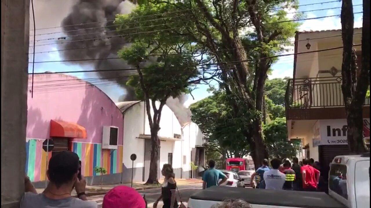 Incêndio atinge depósito de fantasias em Maringá