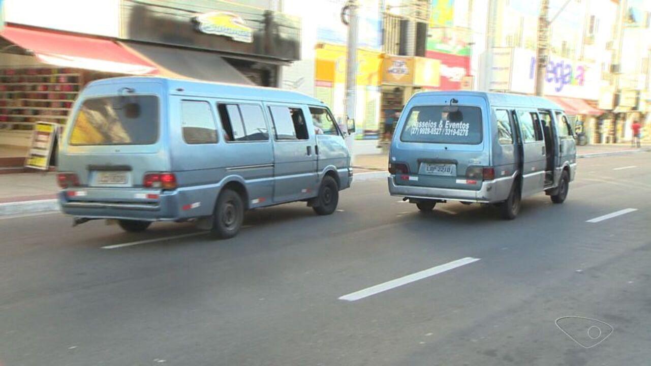 Vans fazem transporte clandestino de passageiros em Vila Velha, ES