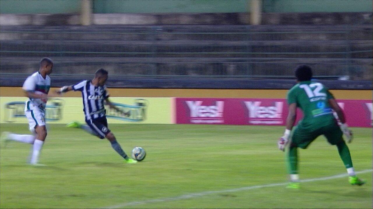 Gilson já marcou um gol pelo Botafogo na goleada por 4 a 1 sobre a Portuguesa no Carioca