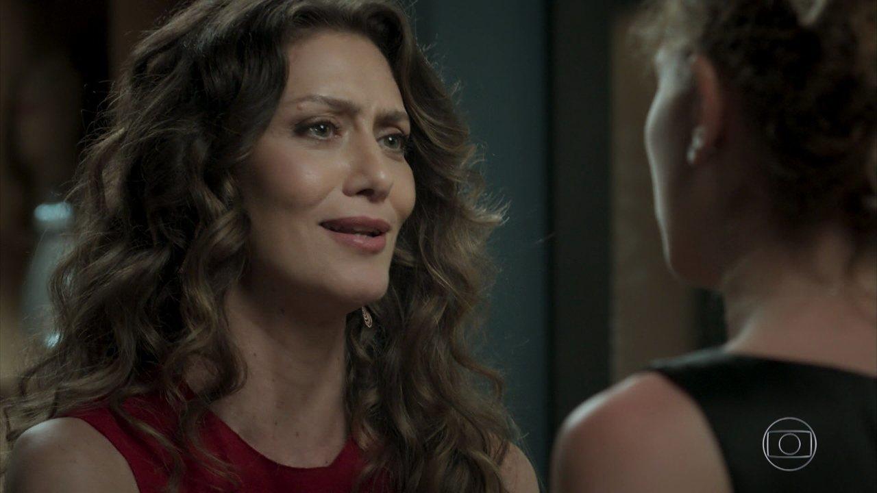 Joyce exige que Ivana use um vestido novo durante festa de noivado