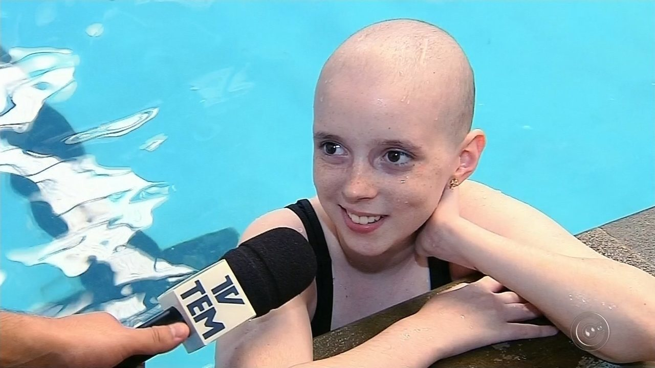 Saiba como está a nova rotina da youtuber Lorena que comoveu o país com a cura do câncer
