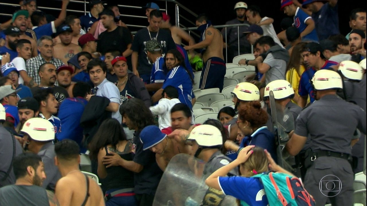 Torcedores chilenos brigam na Arena Corinthians e são detidos