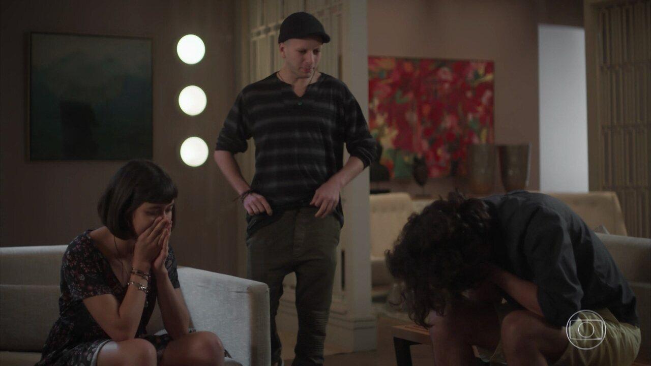 Joana conta a Nicolau que Caio está mais debilitado