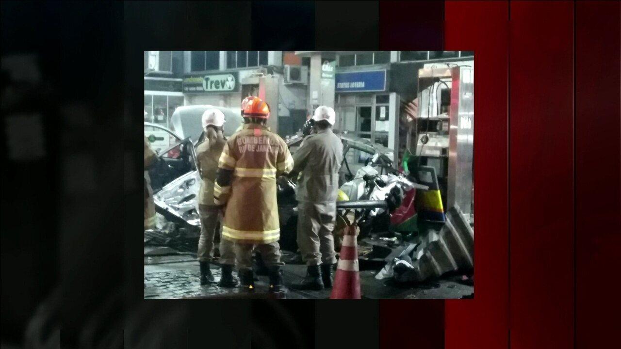Explosão de carro durante abastecimento mata mulher e fere três em São Gonçalo, RJ