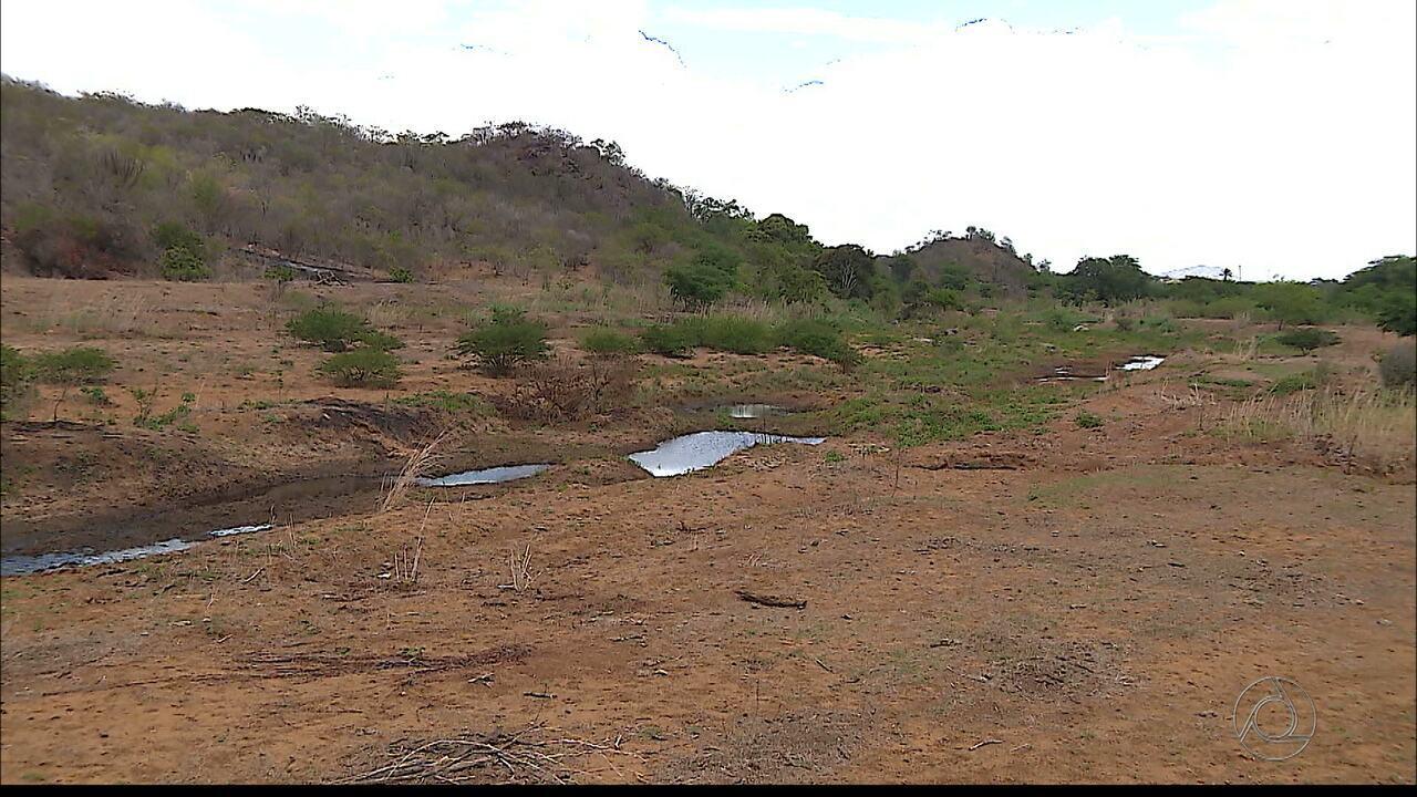 Rio Paraíba tem muitos obstáculos para a passagem da Transposição