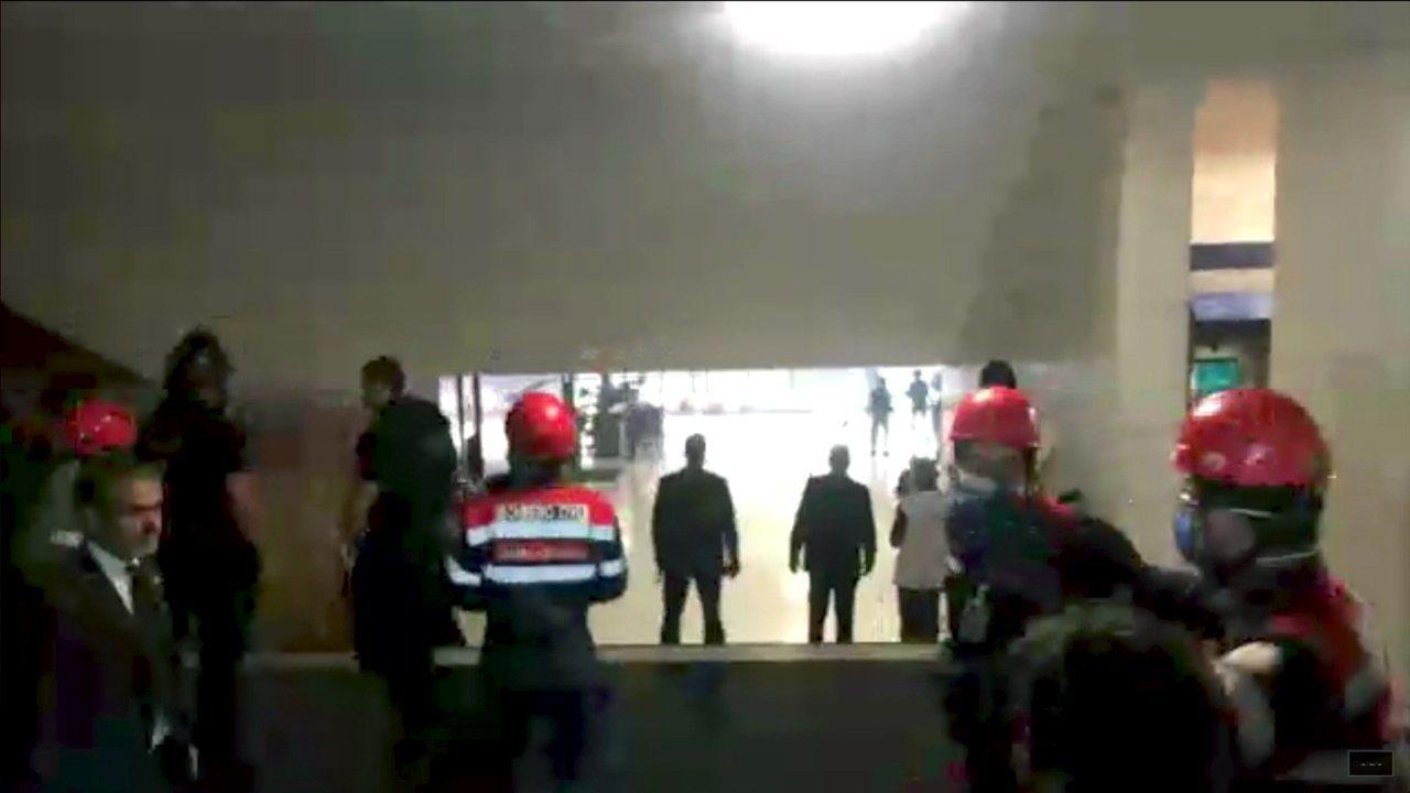 Sindicalistas tentam invadir Câmara dos Deputados em Brasília