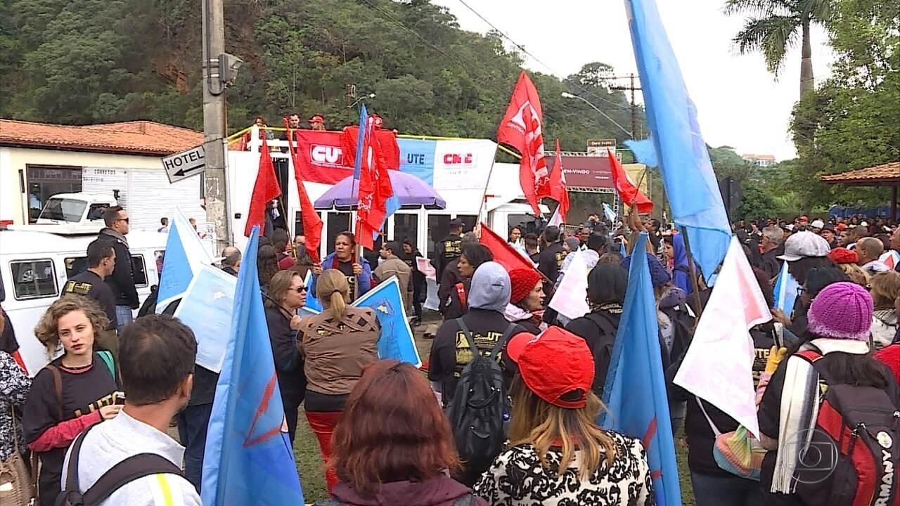 Grupos protestam em Ouro Preto contra a reforma da previdência e governo Temer