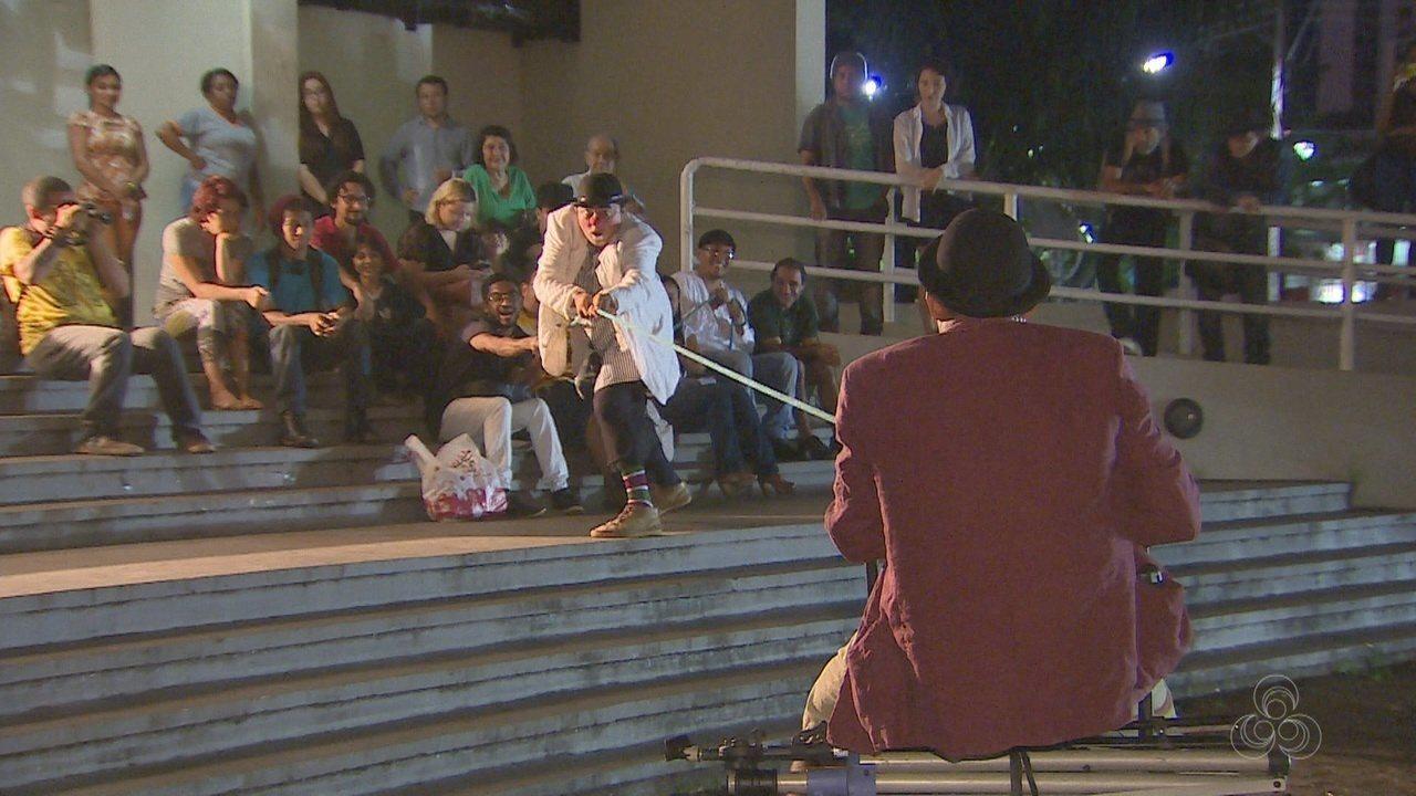 Espetáculos fazem apresentação a céu aberto no 2º Festival Curta Teatro, em Macapá