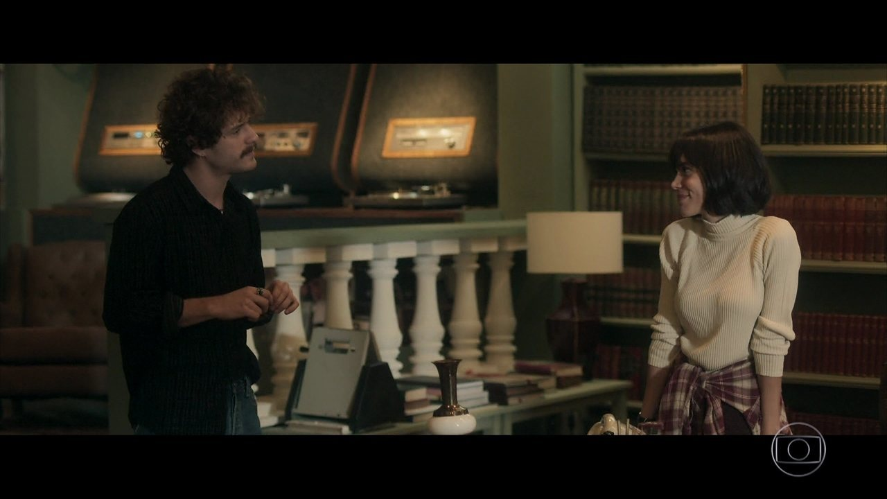 Maria e Leon decidem fingir que o encontro entre eles não aconteceu