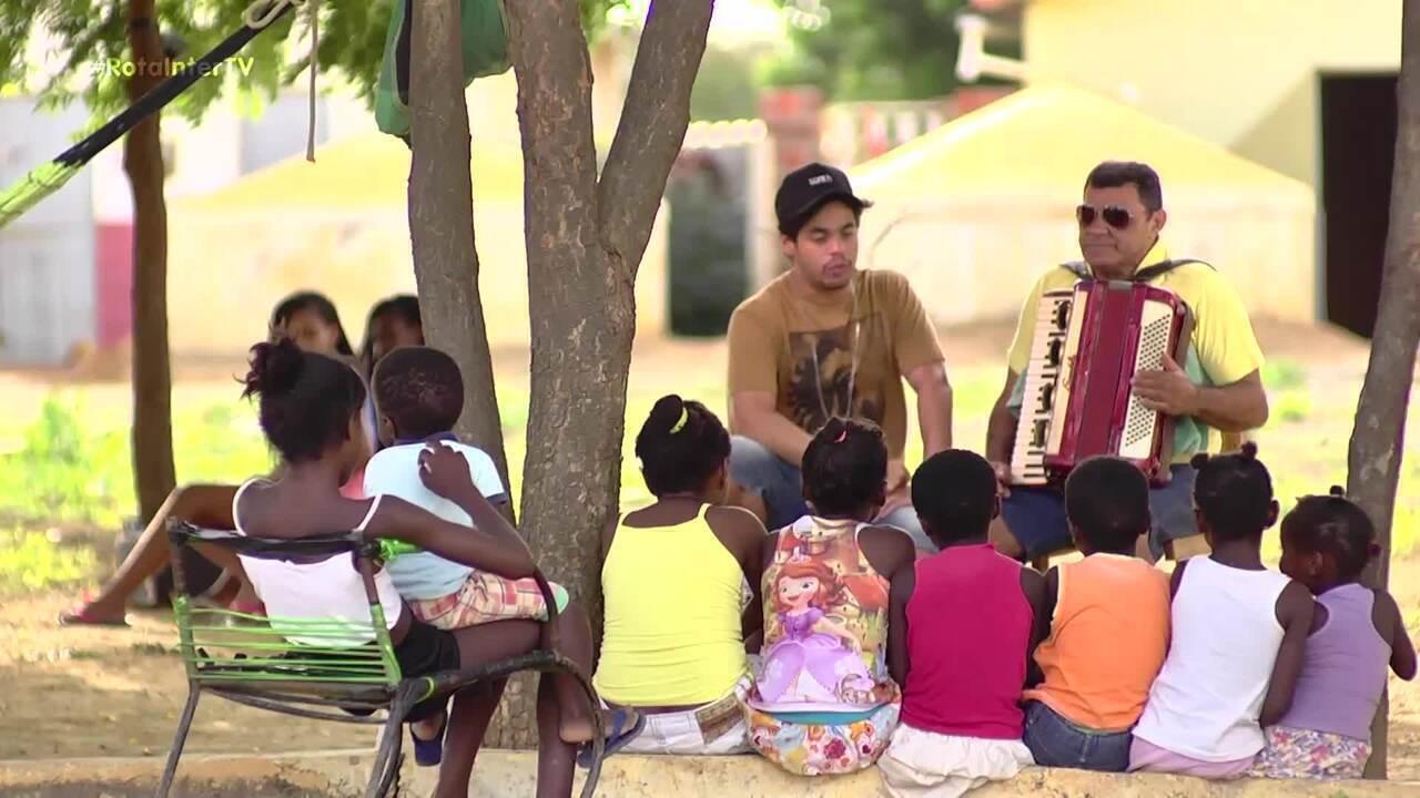 Leo Souza conversa com Sanfoneiro famoso de Baraúna em comunidade quilombola