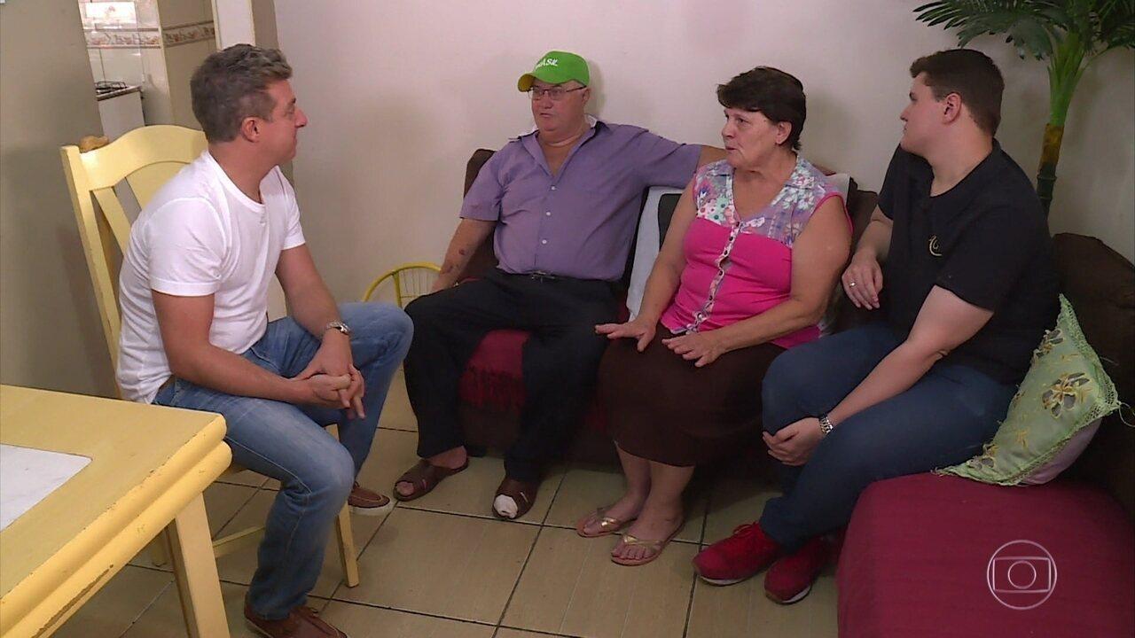 Lata Velha: Técnico de som tenta restaurar fusca da família e pede namorada em casamento