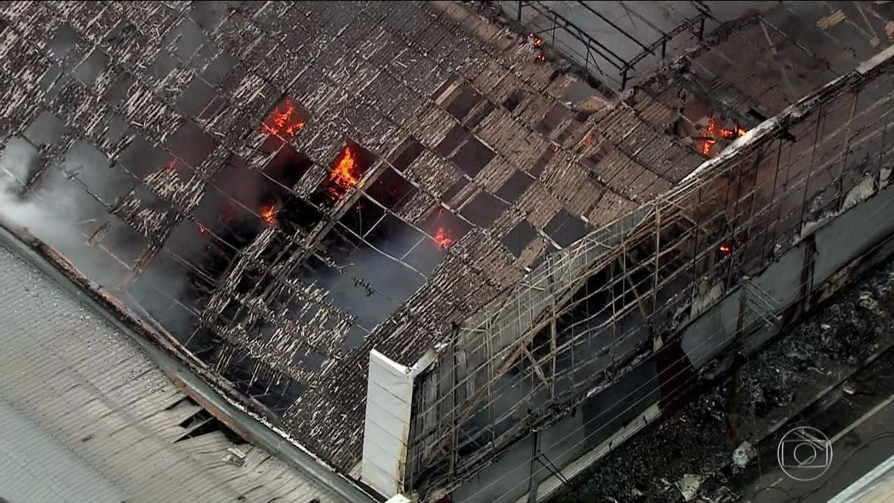 Incêndio atinge centro comercial na região central de São Paulo