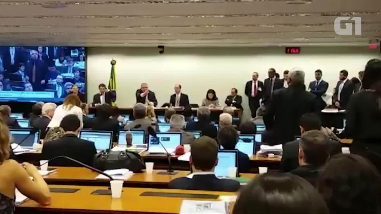 Deputados batem boca na comissão da reforma da Previdência