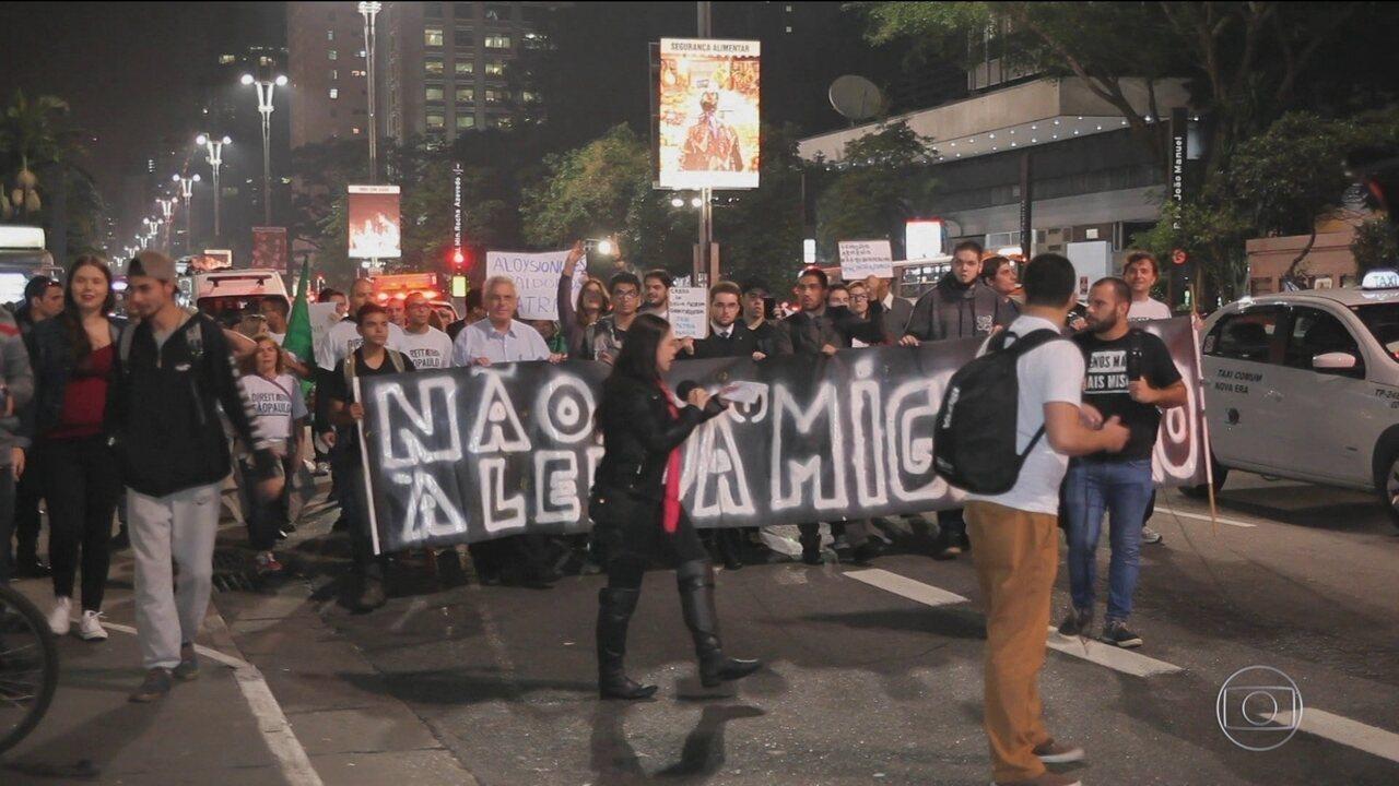 Protesto contra lei de migração em SP acaba em tumulto