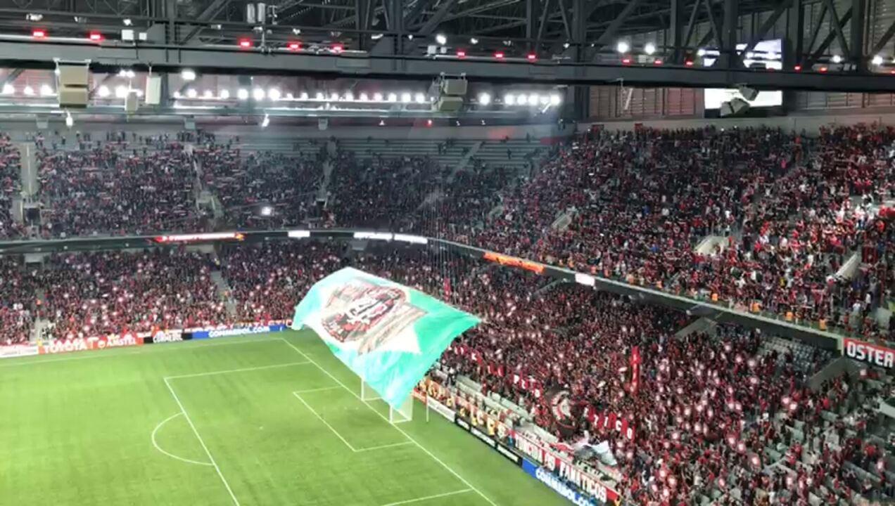 d36045d5a5 Veja as imagens da bandeira levantada pela torcida do Atlético-PR na Baixada