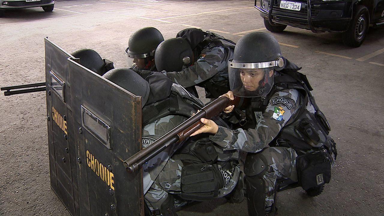Acompanhe a rotina de trabalho das policiais militares