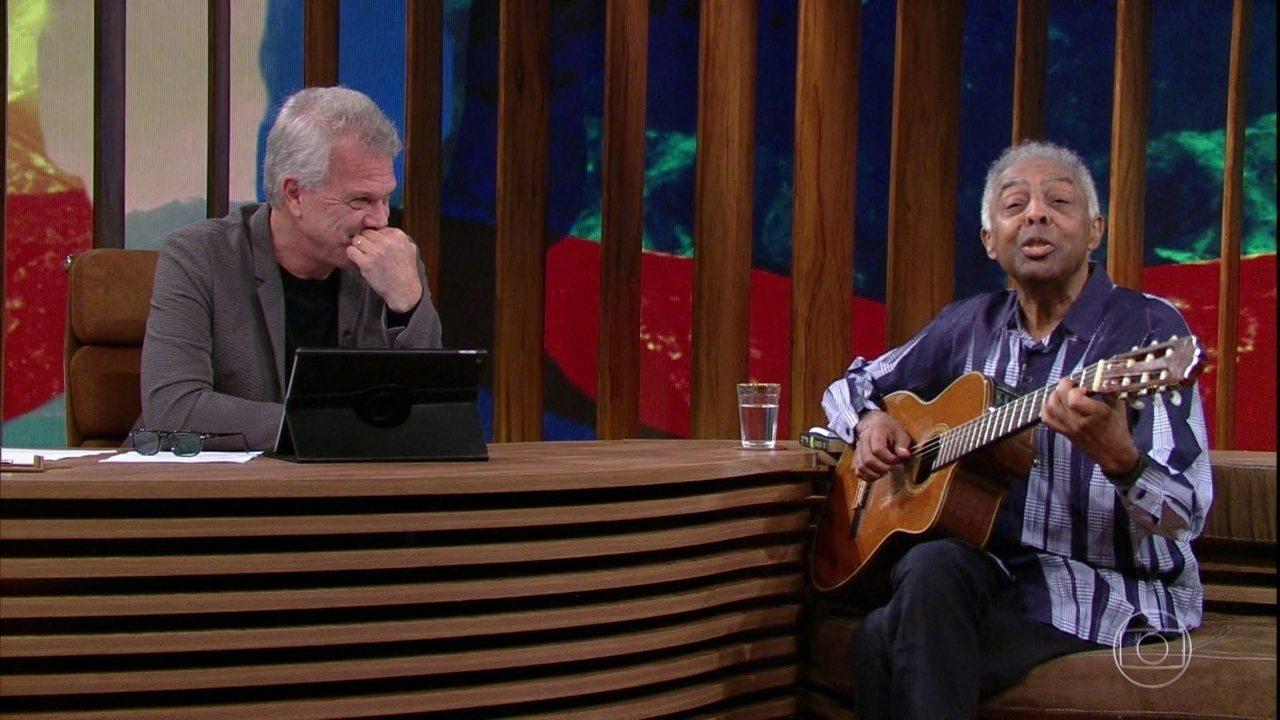 Gilberto Gil canta música que fez para sua cardiologista