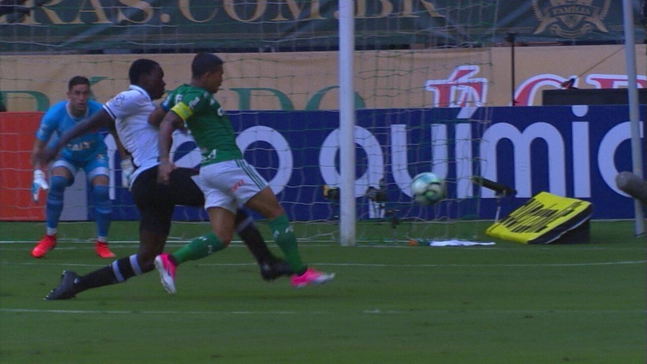 Pênalti para o Palmeiras! Jomar derruba Dudu na área aos 4 do 1º tempo