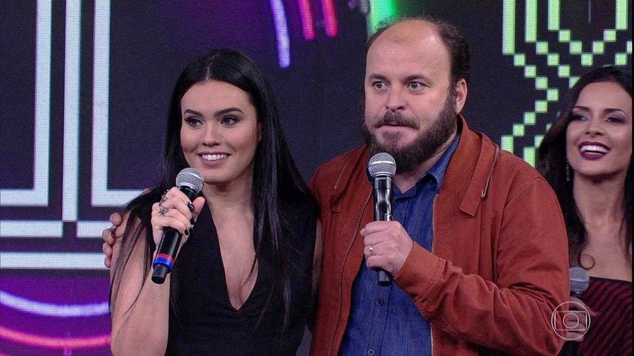 Paulinho Serra e Letícia Lima erram a música no 'Ding Dong'